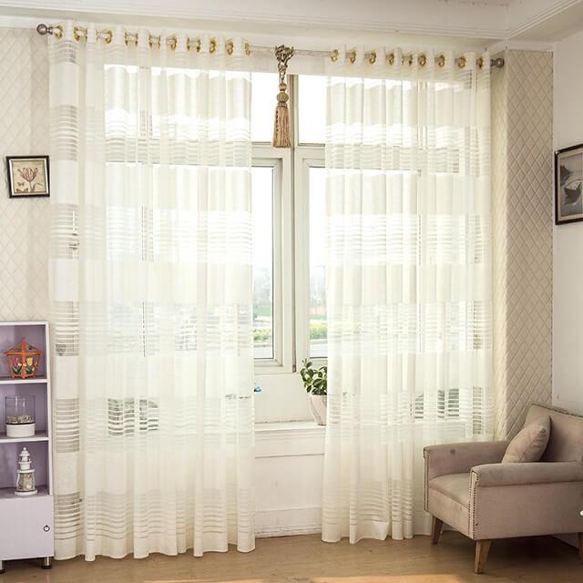 Giặt rèm cửa thường xuyên giúp tấm rèm thêm bền màu