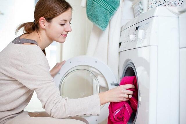 Cách giặt rèm cửa bằng máy sẽ phù hợp với loại rèm may từ chất liệu vải mỏng nhẹ
