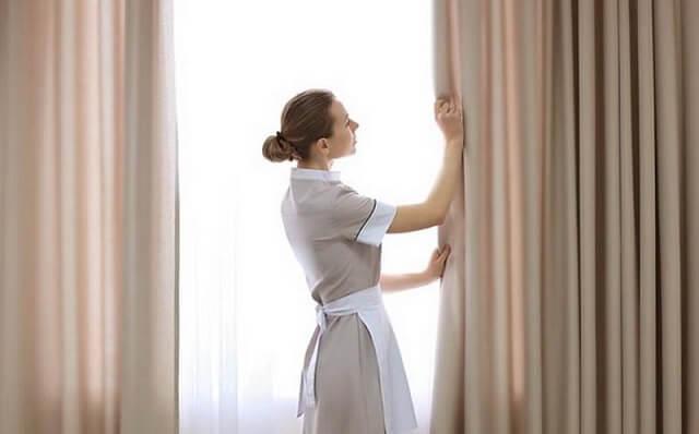 Dịch vụ giặt rèm cửa tại nhà gồm tất cả khâu giặt giũ, tháo dỡ và vận chuyển tận nhà cho khách hàng